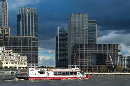 ロンドン・テムズ川からシティを望む